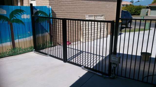 Double Swing Gate Opener 240v Solar Powered Electric Gates